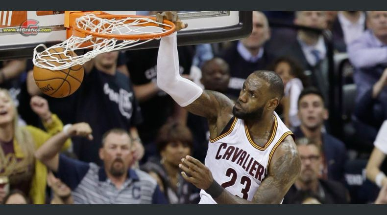 Cavaliers ganan a los Warriors y alargan la final